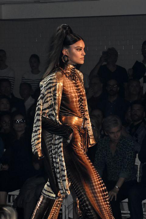 Onder de mode trends winter 2019 dit seizoen ook het combineren van prints