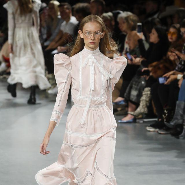 john galliano  runway   paris fashion week womenswear springsummer 2019