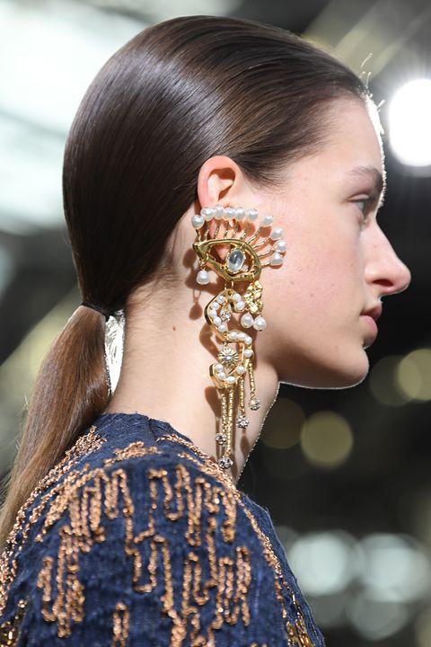 Schiaparelli : Runway - Paris Fashion Week - Haute Couture Spring/Summer 2020