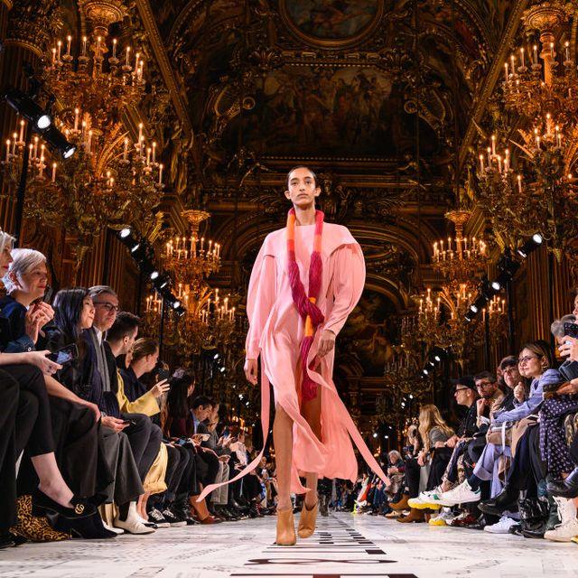 Stella McCartney : Runway - Paris Fashion Week Womenswear Fall/Winter 2019/2020