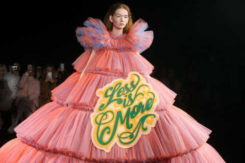 Viktor & Rolf : Runway - Paris Fashion Week - Haute Couture Spring Summer 2019