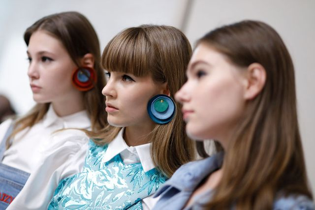 daizy shely   backstage   milan fashion week springsummer 2018