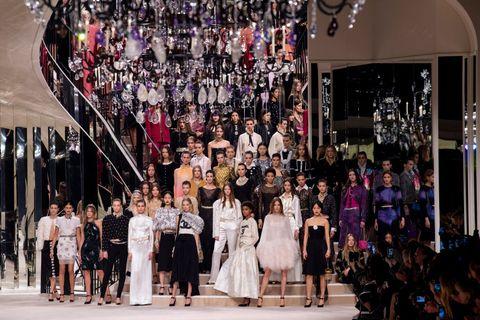 Chanel Metiers D'Art 2019-2020 : Runway At Le Grand Palais In Paris シャネル
