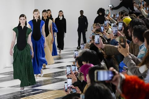 Loewe : Runway - Paris Fashion Week Womenswear Fall/Winter 2020/2021