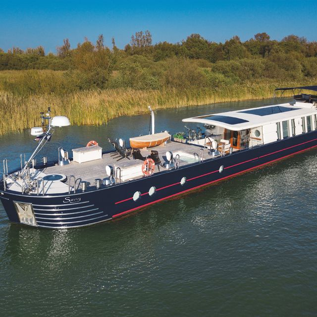 modern houseboat is for sale in chelsea