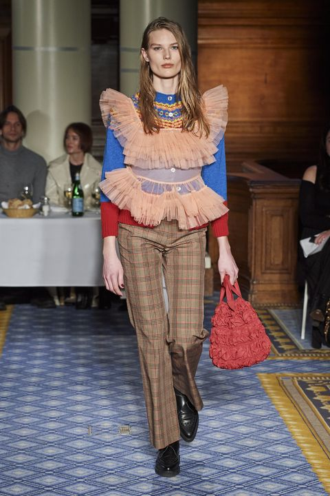 Molly Goddard Herfst/Winter 2020 show op London Fashion Week.