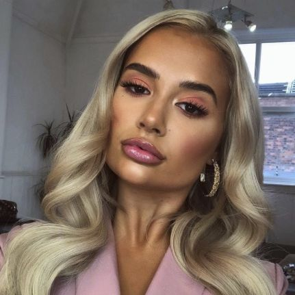 molly mae hague opens up about 'awful' experience with modelling agency instagram story