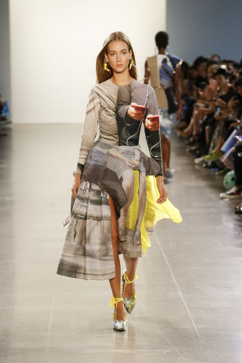 Fashion model, Fashion, Fashion show, Runway, Clothing, Fashion design, Shoulder, Footwear, Public event, Joint,