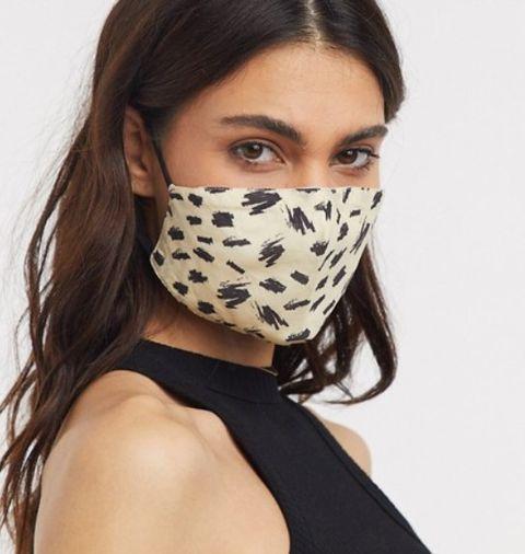 draag een mondkapje in stijl hier vind je 13 stijlvolle mondkapjes om te vragen in het ov of de supermarkt