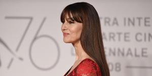 Monica Bellucci capelli, il caschetto corto con frangia