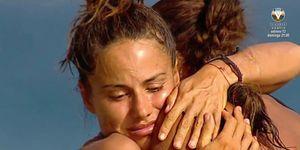 Isabel Pantoja y Mónica Hoyos firman la paz con un abrazo