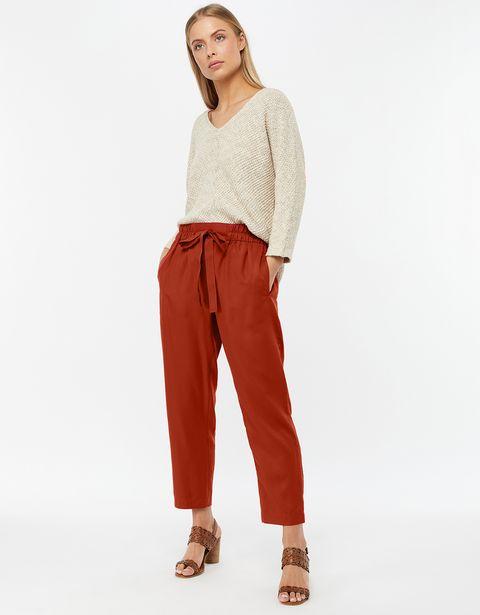 Clothing, sweatpant, Orange, Waist, Active pants, Trousers, Sportswear, Neck, Pocket, Standing,