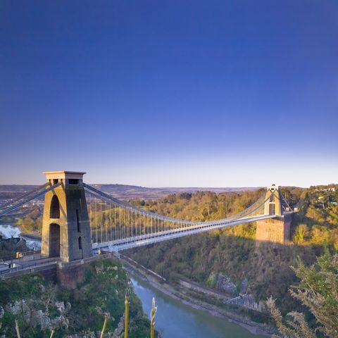 morning view on clifton suspension bridge