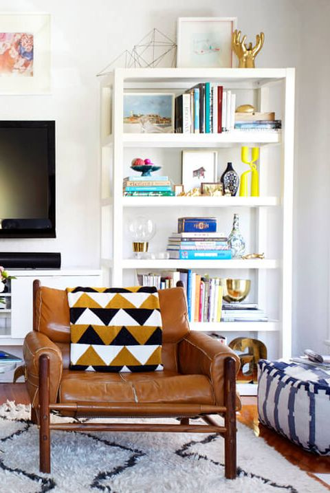 Living room, Room, Furniture, Shelf, Interior design, Shelving, Home, Couch, Table, Wall,
