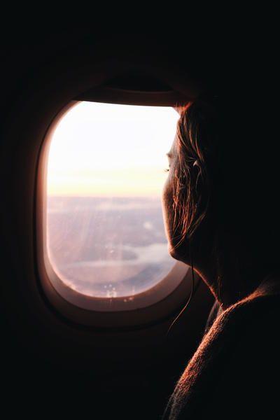 Cosa non mangiare mai in aereo: e perché