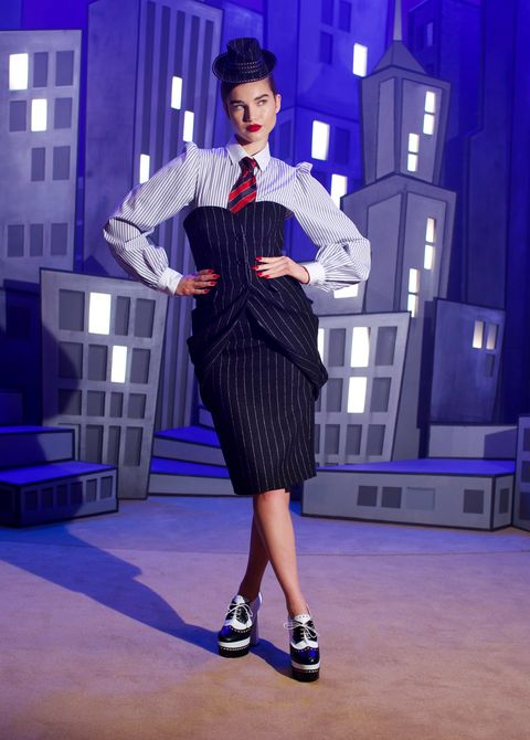 moschino集結超模、首席舞孃打造「秀中秀」!moschino 2021秋冬重現40年代好萊塢風情