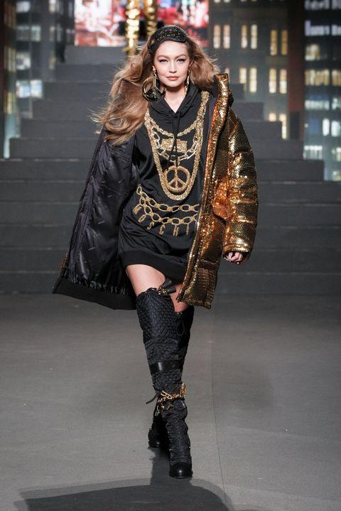 Fashion, Fashion model, Clothing, Runway, Fashion show, Street fashion, Fashion design, Knee-high boot, Footwear, Knee,