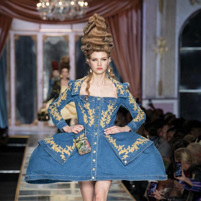 Fashion, Fashion model, Fashion show, Runway, Haute couture, Blue, Clothing, Fashion design, Public event, Shoulder,