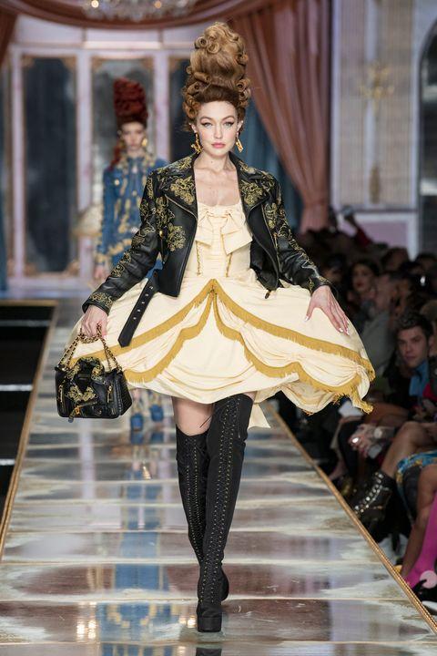 Fashion model, Fashion, Runway, Fashion show, Clothing, Haute couture, Public event, Fashion design, Outerwear, Event,