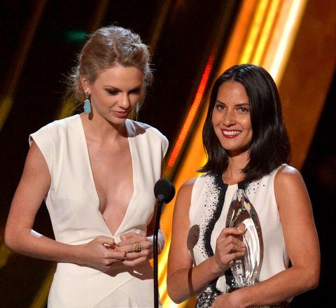 Most Awkward People's Choice Awards Moments Taylor Swift Olivia Munn