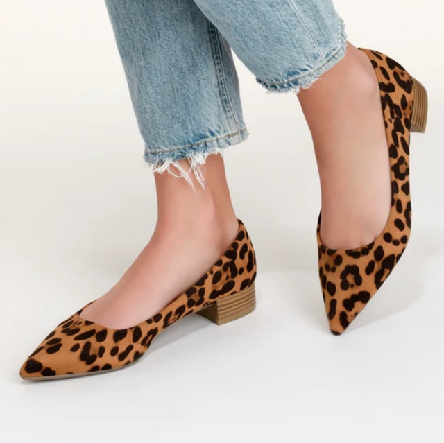 Footwear, High heels, Leg, Shoe, Court shoe, Human leg, Ankle, Calf, Basic pump, Thigh,