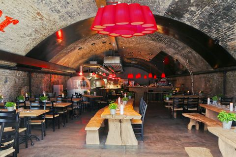 Restaurant, Building, Room, Interior design, Function hall, Table, Vault, Architecture, Tavern, Furniture,