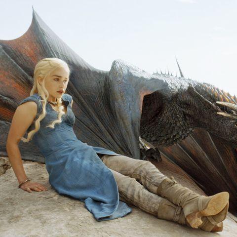 mother-daughter-costumes-daenerys-targaryen-and-drogon