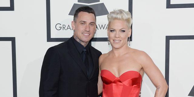 56th grammy awards に出席したピンクとケアリー・ハート