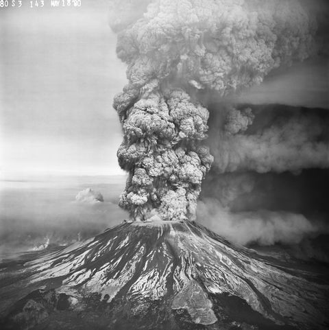 mount st helens erupts, may 18, 1980