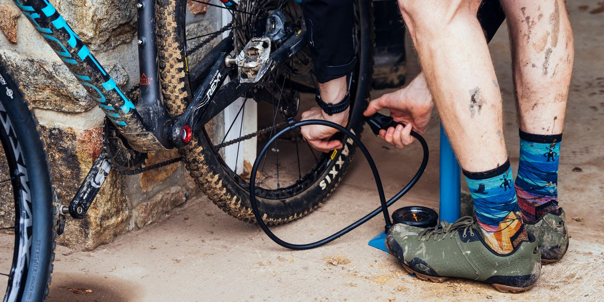 how to pump up racing bike tires