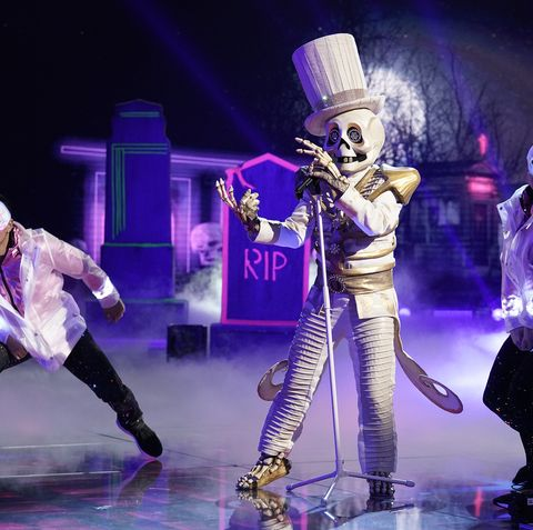 Performance, Entertainment, Performing arts, Music artist, Stage, Event, Musical, Performance art, Purple, Public event,