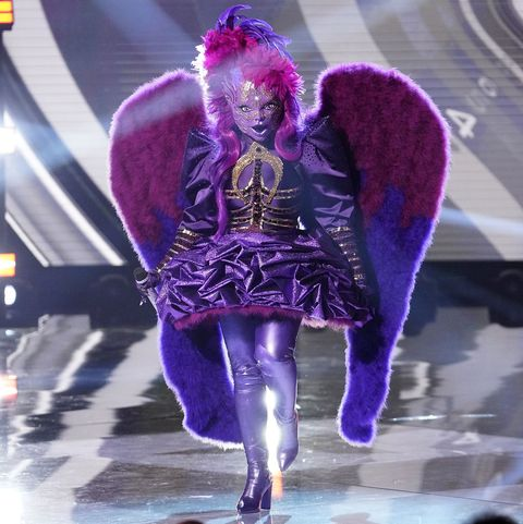 Performance, Purple, Violet, Stage, Public event, Fashion, Performing arts, Event, Concert, Performance art,