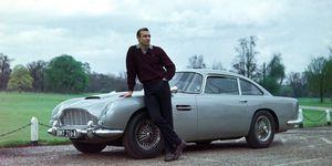 Sean Connery con su Aston Martin en Goldfinger
