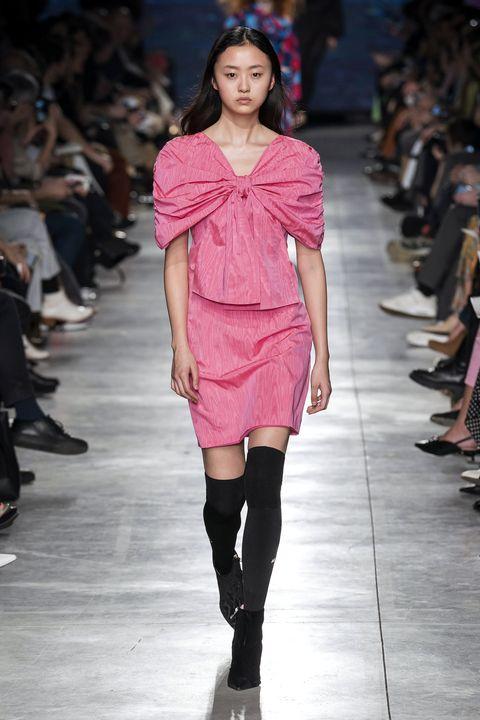 Fashion show, Fashion model, Fashion, Runway, Shoulder, Clothing, Pink, Fashion design, Footwear, Public event,