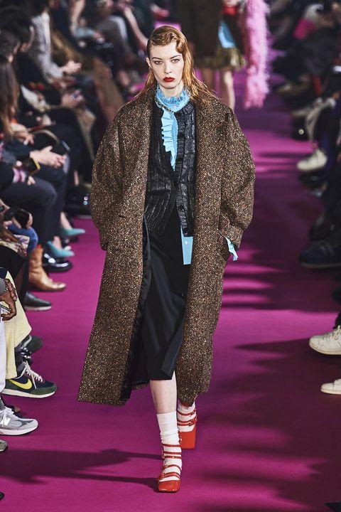 Fashion, Runway, Fashion model, Fashion show, Clothing, Haute couture, Outerwear, Event, Fur, Footwear,