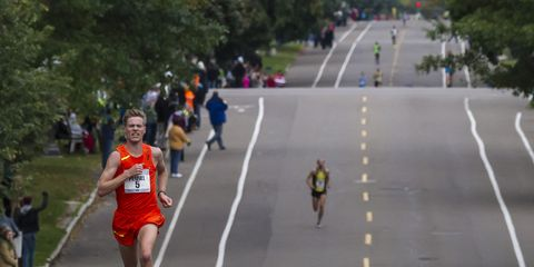 Tyler Pennel leading the 2014 Twin Cities Marathon