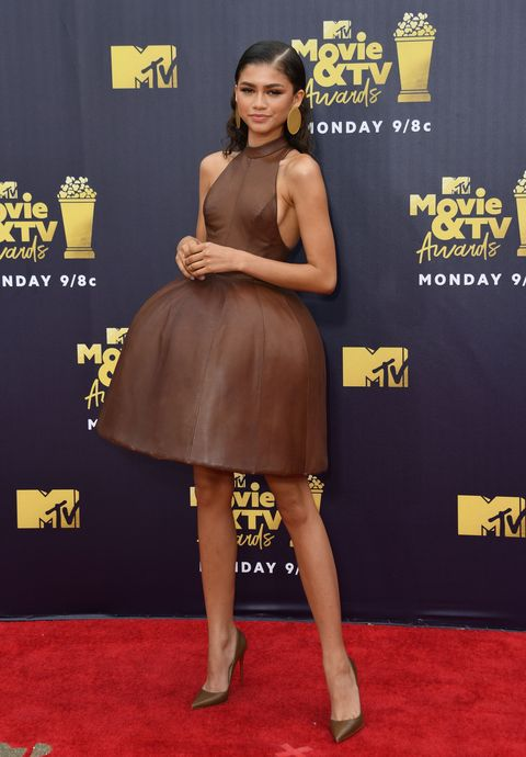 Red carpet, Carpet, Clothing, Dress, Premiere, Flooring, Yellow, Footwear, Joint, Cocktail dress,