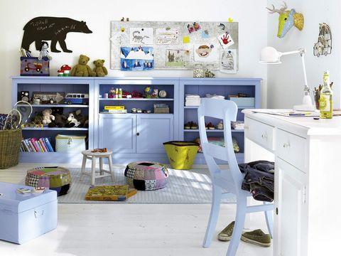 armario bajo con baldas y puertas para el dormitorio infantil