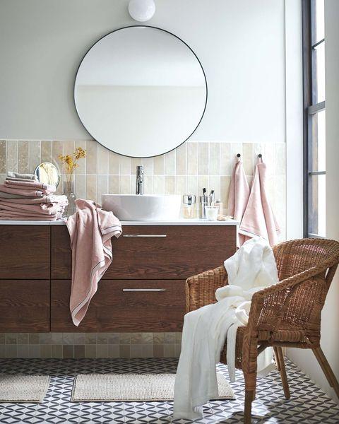 baño moderno con mueble de madera de ikea
