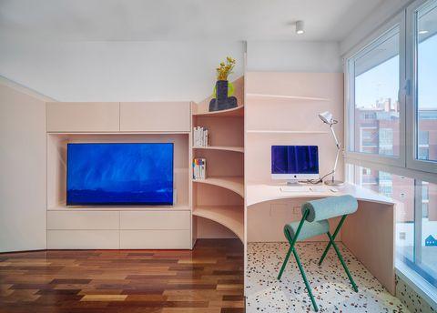 mueble multitarea en color nude con escritorio integrado