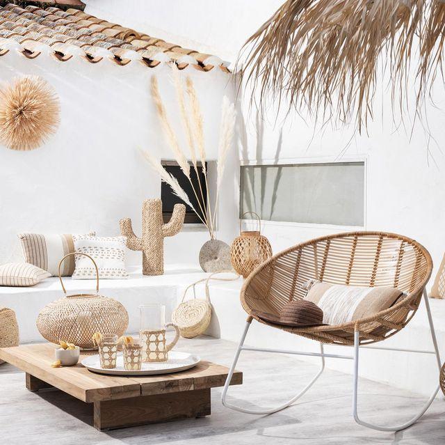zonas de exterior terraza blanca con muebles de madera