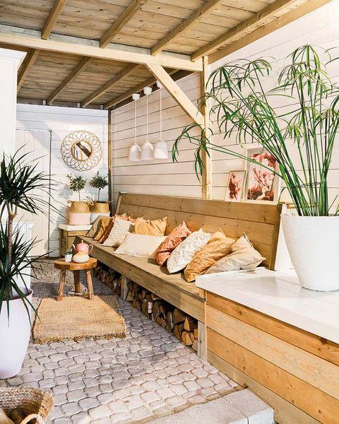 Una casa decorada en tonos pastel: Porche de madera