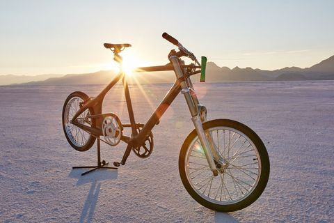 Bicycle, Bicycle wheel, Vehicle, Bicycle part, Spoke, Mountain bike, Bicycle saddle, Bicycle handlebar, Sky, Bicycle pedal,