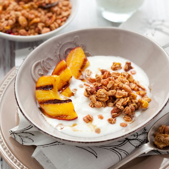 muesli yogurt and grilled peaches