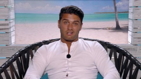 Love Island S Alex Hits Out At Mike For Trolling Montana On Instagram