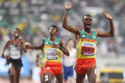Muktar Edris gana el Mundial en 5.000m en Doha, Ingebrigtsen