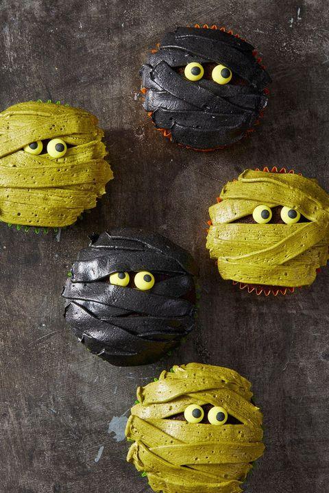 halloween cupcakes - mummy cupcakes