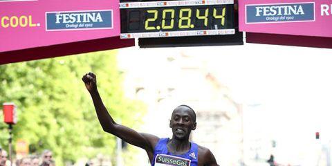 Kenneth Mungara breaking the masters world marathon record