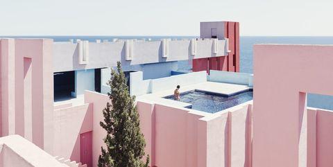 Edificio la Muralla Roja, de Ricardo Bofill. El laberinto rojo en Calpe (España)