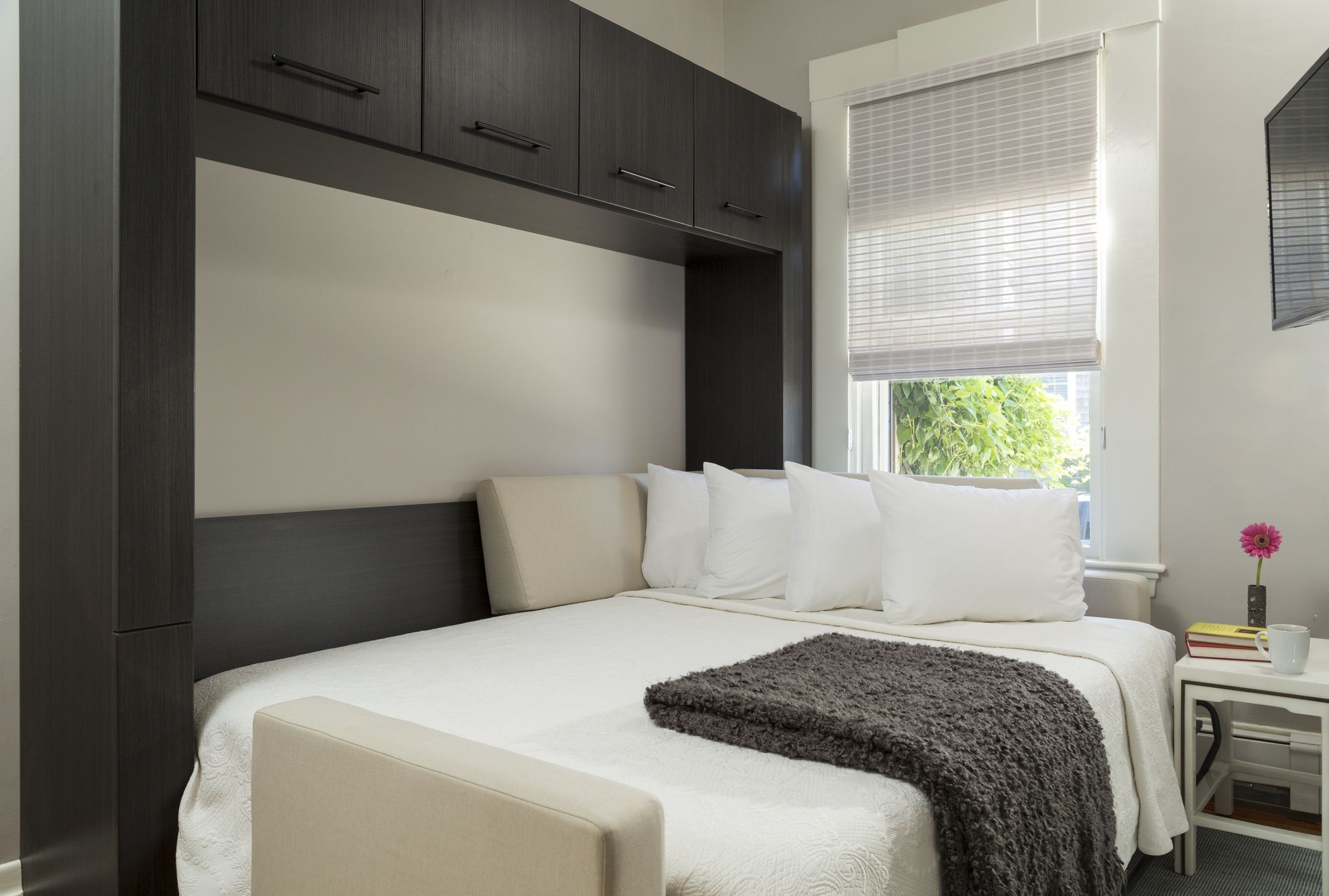 Picture of: 15 Diy Murphy Beds How To Build A Murphy Bed